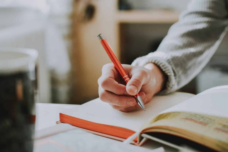 6 Best Goal Setting Journals to Help You Stay on Track