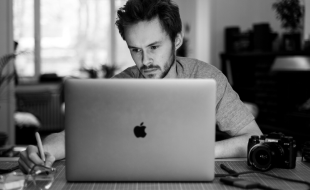 9 Traits You Need to Attract High-Paying Freelance Clients
